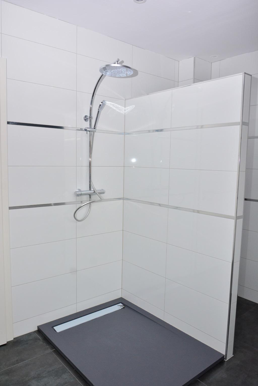 carrelage salle de bain blanc vague id e de maison et d co. Black Bedroom Furniture Sets. Home Design Ideas