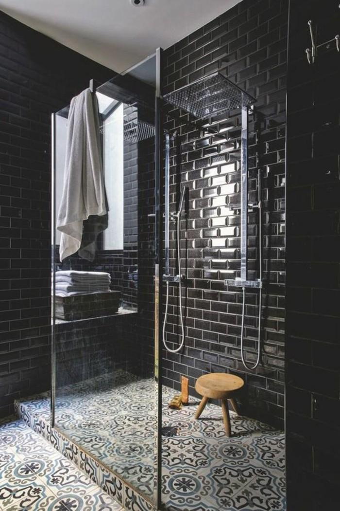 Carrelage metro noir salle de bain