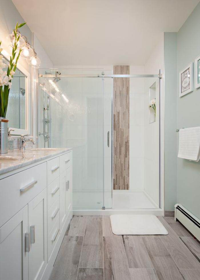 Carrelage imitation parquet blanc salle de bain id e de maison et d co - Parquet salle de bain blanc ...