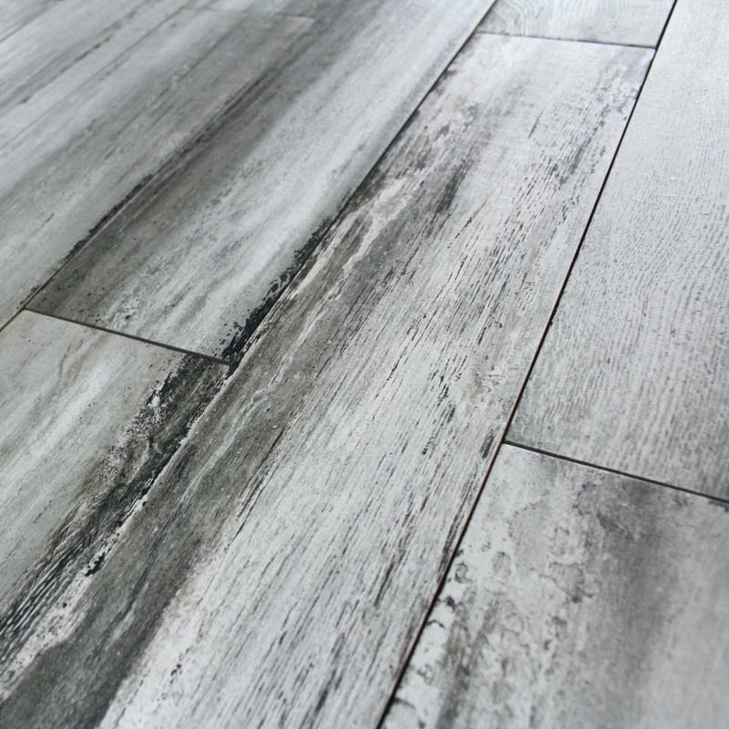 Carrelage aspect parquet gris id e de maison et d co - Carrelage imitation parquet point p ...