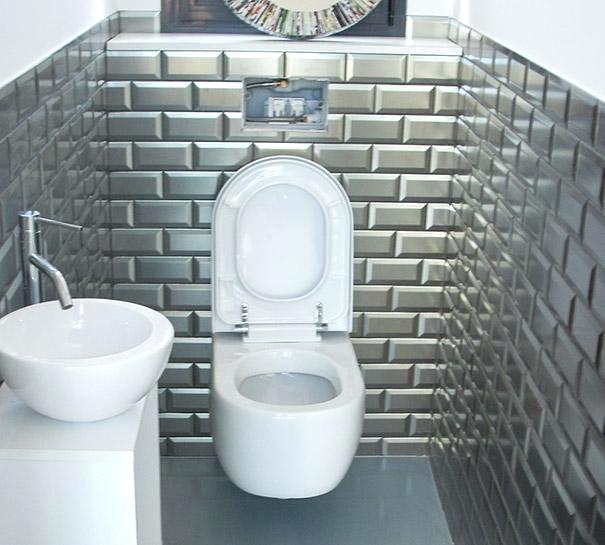 Carrelage adhésif mural pour wc
