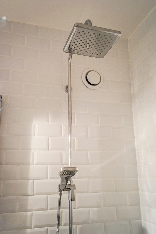 Carrelage metro dans douche