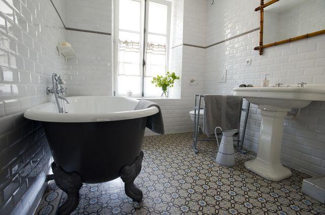 Carrelage salle de bain fushia