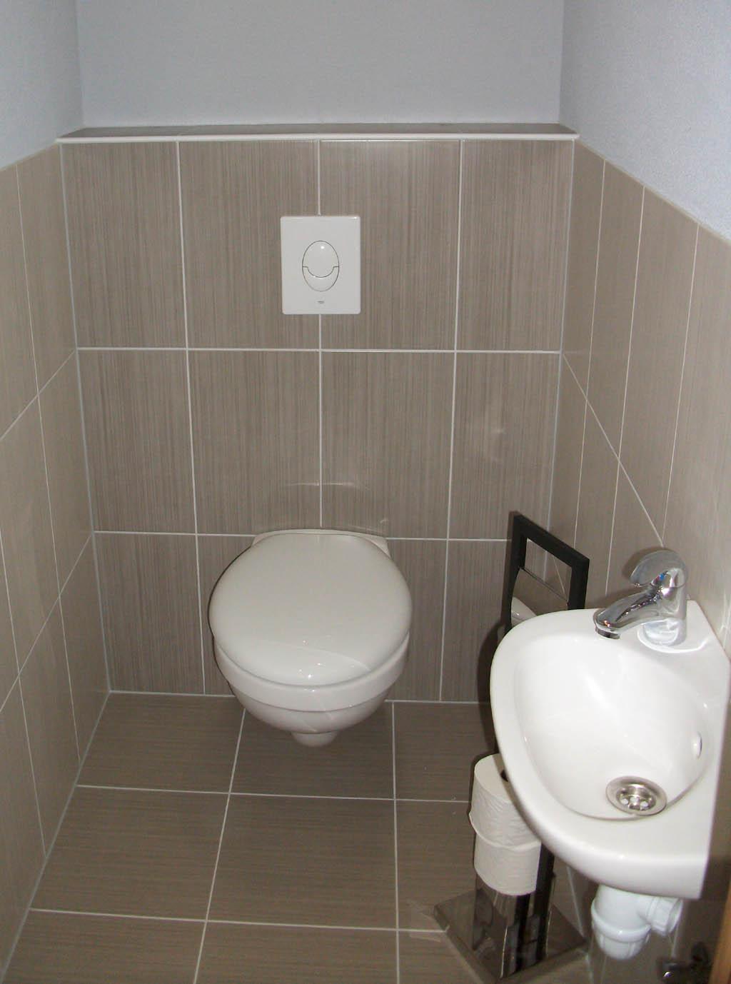 Carrelage adhésif pour toilettes - Idée de maison et déco