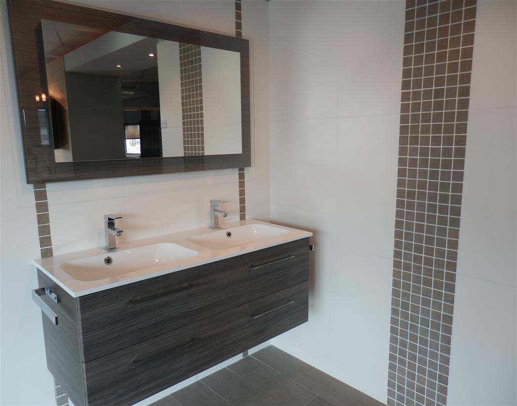 Carrelage salle de bain vannes - Idée de maison et déco