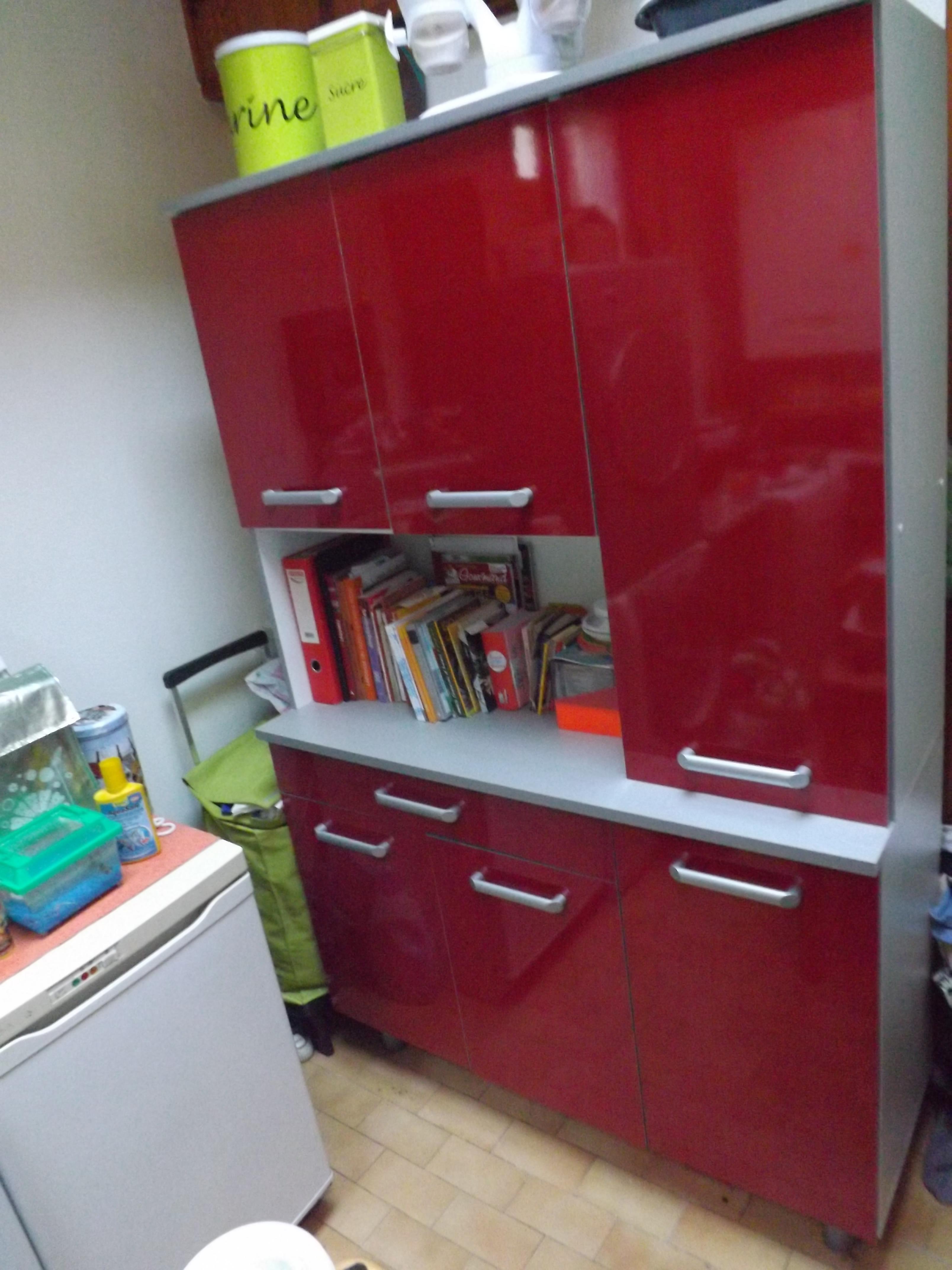 Meuble de cuisine rouge