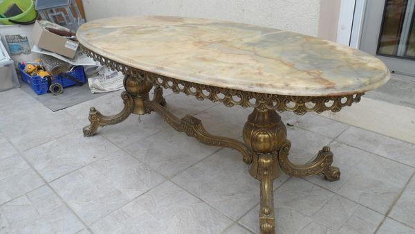 Table basse dessus marbre rose