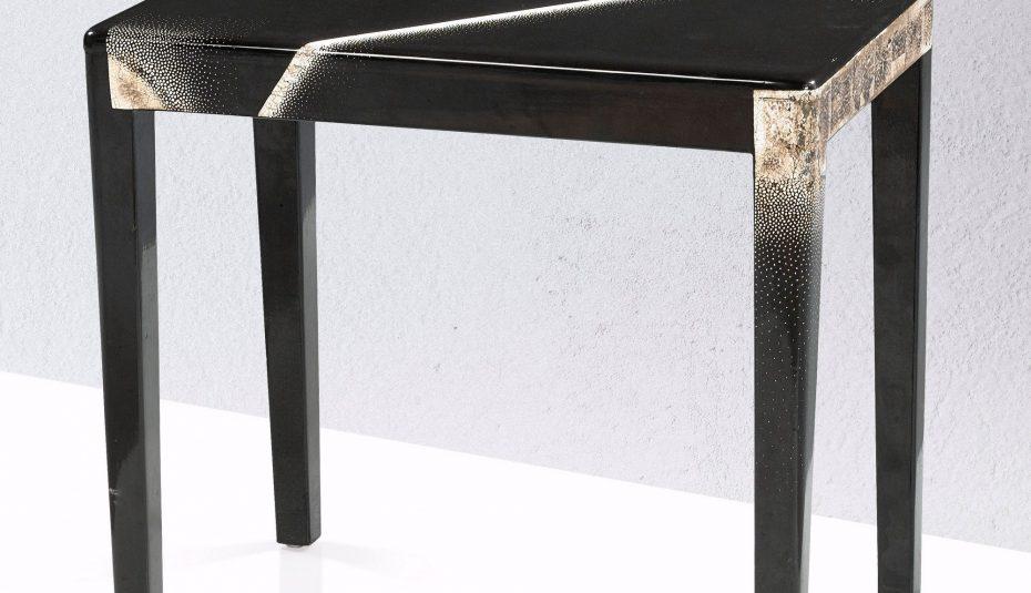 Table basse en verre rayée